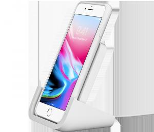 Logitech lader med telefonen på høykant.