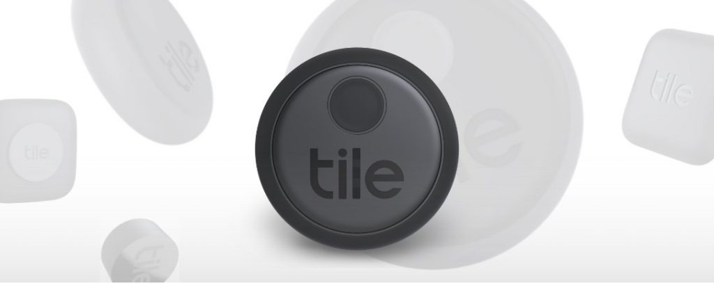 Tile Sticker er sort og kan se ut som en halslinse.